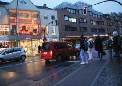 Überweg vor Bettenhaus Schmitt breiter und sicherer
